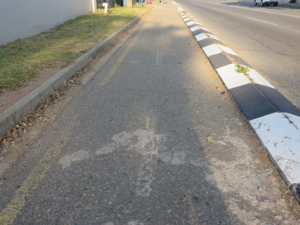 Curb seperated cycle and pedestrian tracks